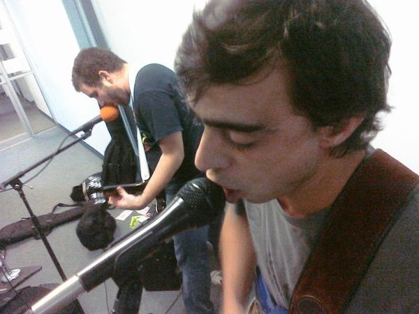 Los Vigilantes en directo (guitarristas)